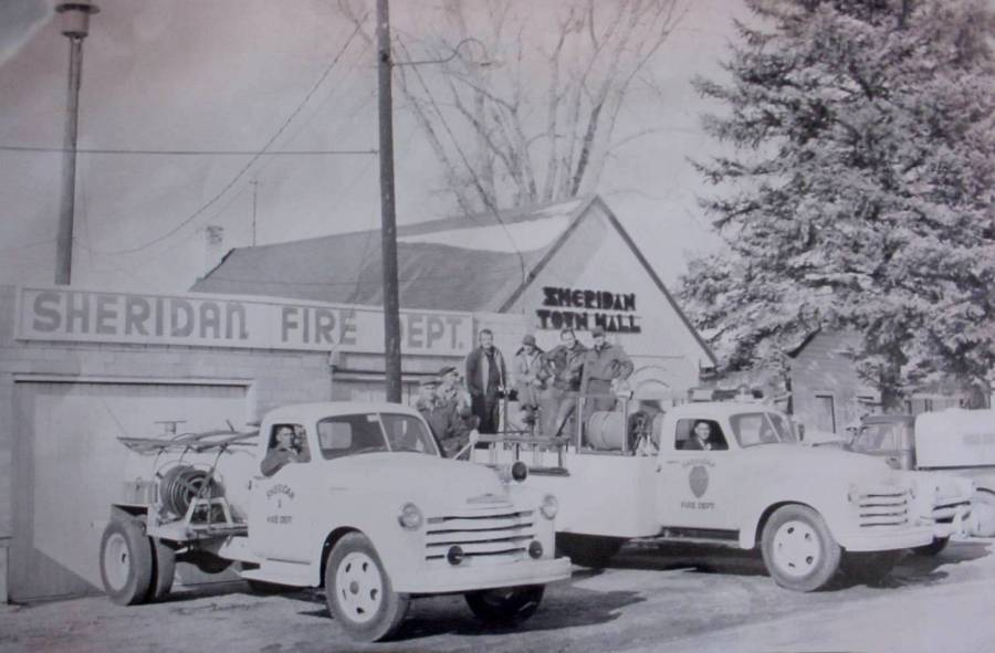 SFD Picture 1955 with Town Hall in background.